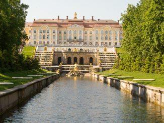 Der Große Palast von Peterhof