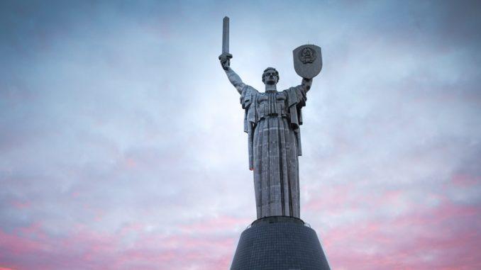 Mutter Heimat Statue